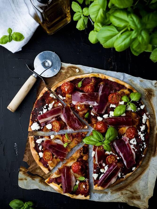 Pizza italiana con jamón ibérico covap