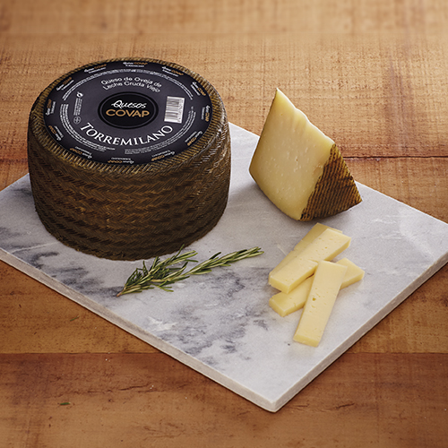 Queso de Oveja Viejo Torremilano cortado en tabla | Ibéricos COVAP